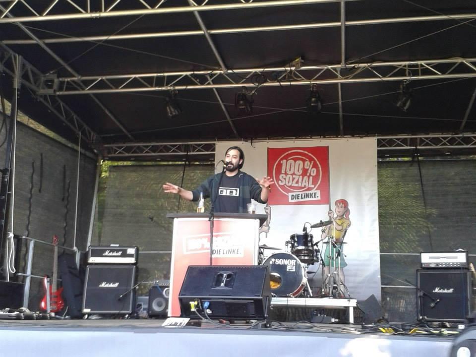 Marcel Mansouri bei einer Rede im Kieler Schrevenpark.