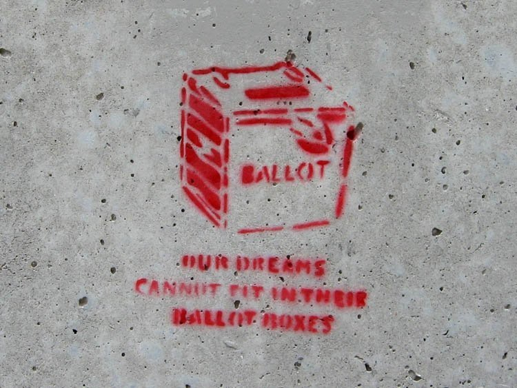 Our dreams cannot fit in their ballot boxes (Graffiti auf Betonwand)