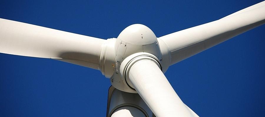 Rotoren einer Windkraftanlage.